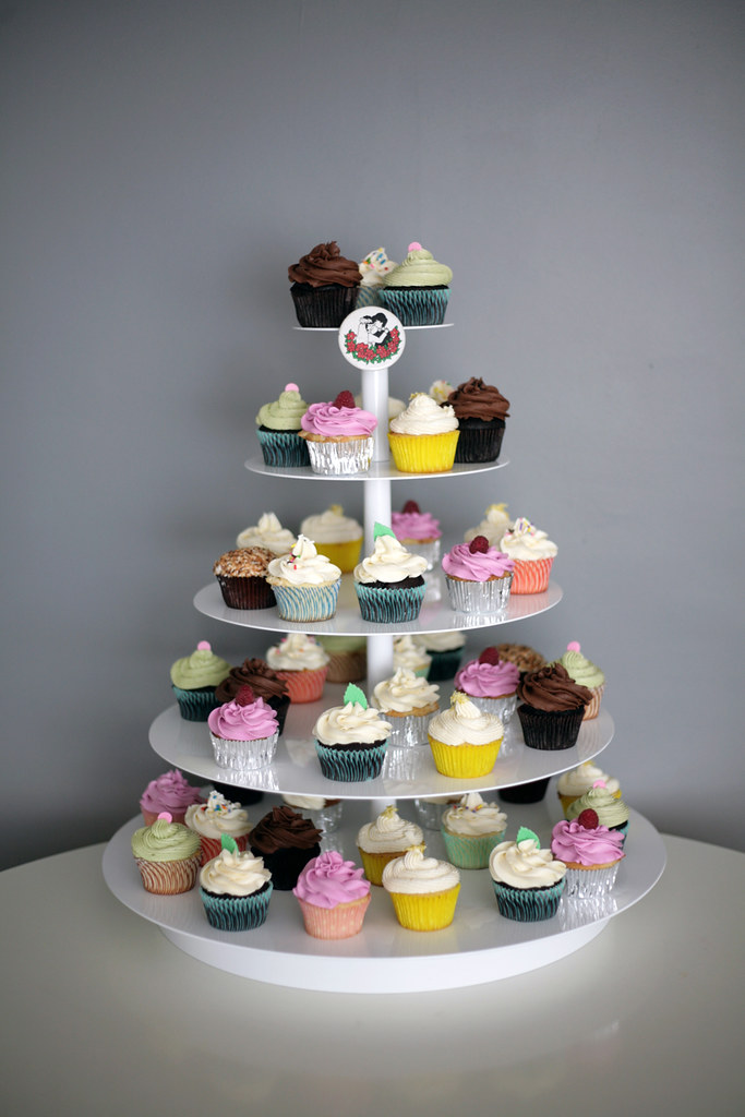 lovely array of cupcakes!!