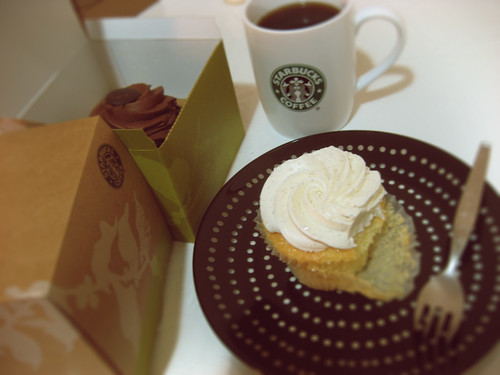 starbucks cupcake is back!!!!