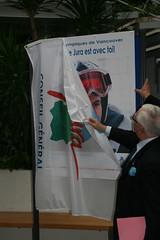 Le Président du Conseil Général du Jura, Jean Raquin, dévoilant le portrait de Vincent Gauthier