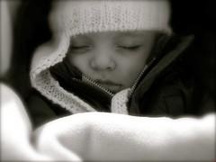 polvere di stelle (FlorianaRiga) Tags: blackandwhite bw canon child occhi dormire biancoenero cappello sogni bambino tenerezza polveredistelle floberth