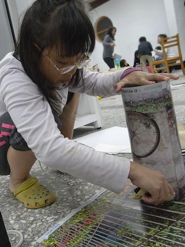 katharine娃娃 拍攝的 2娃製作環保燈籠。