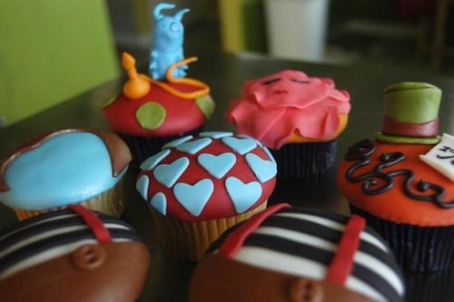 Alice in Wonderland cupcakes :)