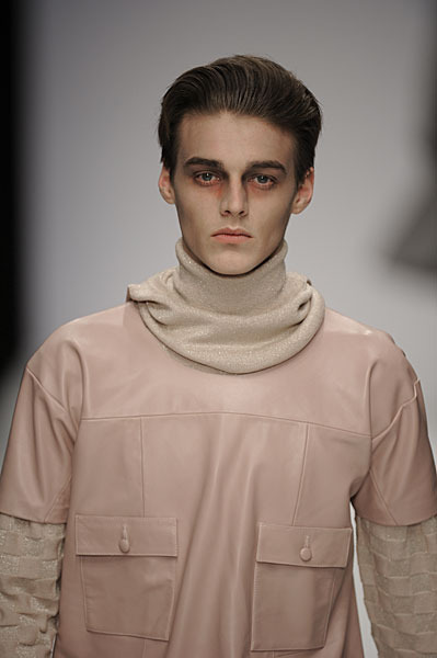 Robbie Wadge3286_FW10_London_Carolyn Massey(lizzylily@mh)