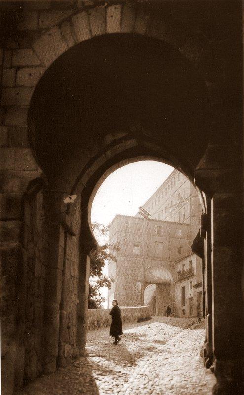 Puerta de Alarcones a comienzos del siglo XX. Foto Loty