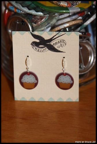 Exit 9 cupcake earrings