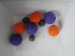 Bolas (anises1) Tags: bolas cuentas fieltro