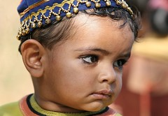Inde - Gujarat -  (jmboyer) Tags: voyage travel portrait people india tourism face portraits canon photography photo yahoo asia flickr faces photos expression picture tribal viajes lonely asie lonelyplanet monde ethnic minority canoneos escalier couleur gettyimages gujarat tourisme visage inde reportage nationalgeographic marches  minorities travelphotography jan palitana googleimage  go indiatourism colorsofindia incredibleindia indedunord plerins indedusud photoflickr photosflickr canonfrance earthasia photosyahoo imagesgoogle jmboyer raijpoute img2729dxo northemindia photogo nationalgeographie jmboyer photosgoogleearth