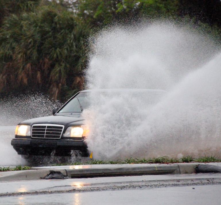 web_tornadowarning_carsplashcrop_0119_2603
