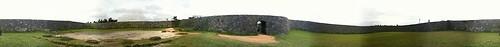 座喜味城趾の城壁内をグルっと回って撮ってみたのをiPhone内でパノラマ合成(無理ありすぎ)。城壁の上からは360度近く見渡せて、本部半島や伊江島は勿論、慶良間諸島や渡名喜島まで見える。