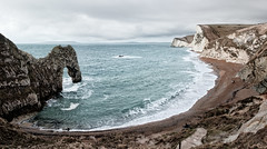 (dav) Tags: uk morning sea england sky people seascape beach andy water coast europe arch stitch dorset uni peeps channel lulworth gt40 durdle cs4 giap canonef2035mmf3545usm canon450d canonef2035mmf3545 coastuk dav