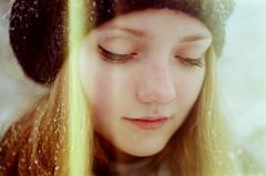 [フリー画像] 人物, 女性, 目を閉じる, 帽子・キャップ, 201102171500