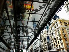 Gran Via, Madrid. Reflejos (chrisalida) Tags: madrid buildings arquitectura espejo urbano arquitecture reflejos mirrow granvia marquesina