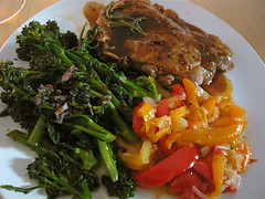 Pork chops with peppers and broccoli