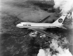 Boeing : 747SP (San Diego Air & Space Museum Archives) Tags: sdasm aviation aeronautics aircraft airplane airlines airliners panamerican panam clipper boeing boeing747 boeing747sp boeing747sp21 747 747sp 747sp21 b747sp prattwhitney prattwhitneyjt9d prattwhitneyjt9d7r4w jt9d jt9d7r4w pawa panamericanworldairways