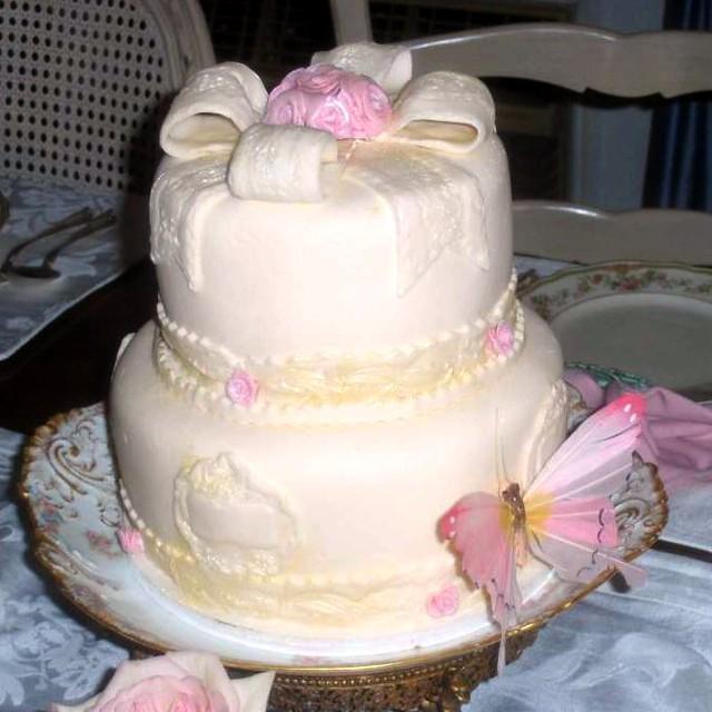 elegant birthday cake for grandma