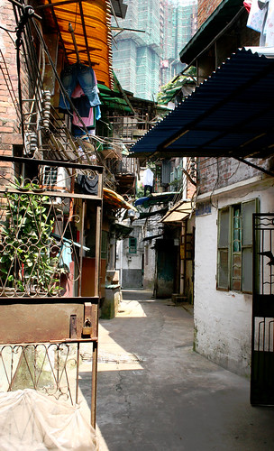 A typical Chinese side street. / Nisa + Ulli Maier