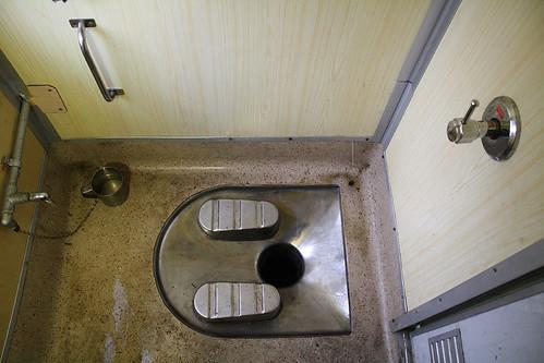 インドの長距離電車のトイレ