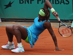 serena williams (kay ef) Tags: woman game paris sports power muscle tennis single powerful rolandgarros tenniscourt tennisplayer statuesque serenawilliams flickrdiamond theunforgettablepictures mygearandme