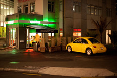 Saigonz Resturant and Yellow Beetle (russellstreet) Tags: newzealand car yellow night restaurant auckland nzl beachroad aucklandregion aucklandcbd tangihuastreet