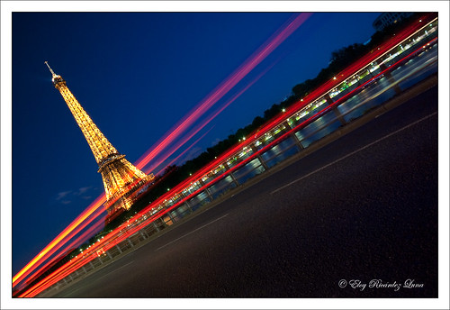 "31/365 ""Eiffel in motion"" <a href=""http://www.goear.com/listen/87f63cd/ya-dla-joie-charles-trenet"" target=""_blank"" rel=""nofollow"">♫♪♪  </a>  ©SETE - Illuminations Pierre Bideau   Feel free to leave comments in any language. I appreciate the notes on the photos too  <u>1 picture every day at 9:00 am GTM+1 (Paris, France)   </u> 17mm 8,0 s à f/8,0 ""ISO 200"" no flash  <a href=""http://bighugelabs.com/flickr/onblack.php?id=4677464279&size=large"" rel=""nofollow"">View Large On Black</a> it is better !  or the <a href=""http://www.flickr.com/photos/eloyricardez/4677464279/sizes/o/"">biggest </a> size."