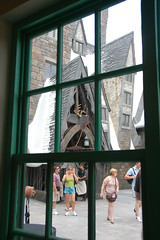 Entrance to the Three Broomsticks through a window in Honeydukes (Orlando Rob) Tags: universalorlando islandsofadventure thewizzardingworldofharrypotter thelostcontinent harrypotter hogsmead honeydukes zonkos chocolatefrog bertiebottseveryflavorbeans candy sugar chocolate jokes
