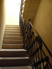 Marsala, Sicile, Italie: escalier dans le muse (Marie-Hlne Cingal) Tags: italy stairs island italia wine insel staircase scala sicily vin isla italie escaleras vino isola treppen trinacria escaliers marsala le siclia sicile