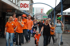 Shopping in Orange.... (Lonthebeach) Tags: orange football wordcup streetpartys