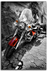 Red Heavy Metal :: HDR :: BW (servalpe) Tags: bw white black blanco canon negro sigma bn motorbike filter moto hd polarizer 1020 casco hdr antiguo marbella cpl hoya motocicleta filtro polariser polarizador sigma1020 eos450d servalpe worldmachineshdr