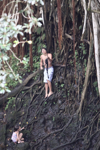 jake-t-austin-surfing-hawaii%20(13)