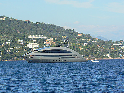 bateau futuriste.jpg