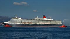 Queen Elizabeth en Vigo (primera escala inaugural en el puerto de Vigo). (LUIS FELICIANO) Tags: espaa golden barco dragon award galicia cunard vigo buque crucero transatlntico riadevigo quee