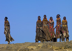 Turkana women in traditional dress - Kenya (Eric Lafforgue) Tags: africa woman women kenya culture tribal tribes afrika tradition tribe ethnic tribo afrique ethnology tribu turkana 2484 qunia lafforgue ethnie  qunia    kea   a