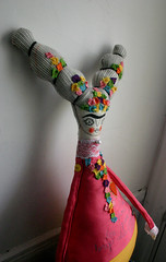 Frida-rosa-5 (cara carmina) Tags: pink flowers blue orange black mexico dolls heart frida colores artdolls fridakahlo esther corazon monas muñecas clothdolls flres lovelydolls recyclefabrics muñecasrecicladas