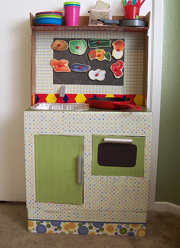 play cardboard kitchen