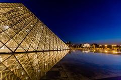 Louvre Pyramid, Paris France (les.butcher) Tags: louvre pyramid paris france arc de triomphe du carrousel