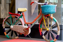 Baby, it's cold outside (explored) (ToDoe) Tags: woolen woollen wolle wollen fahrrad bicycle bike cold kalt frankloesser damenfahrrad stricken strickfahrrad
