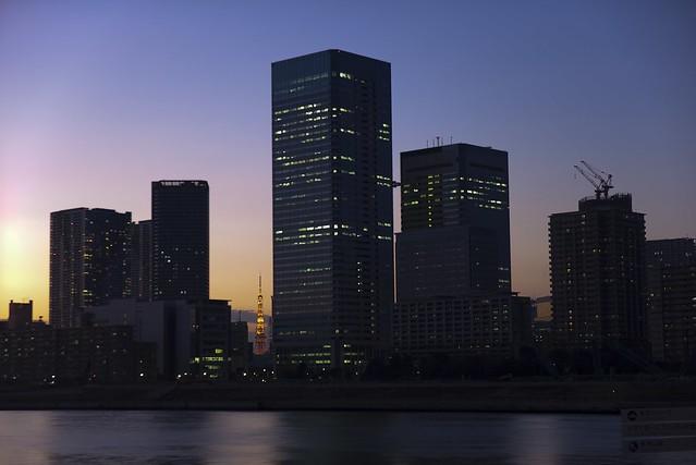 ビル間の東京タワー