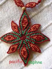 Estrella de Navidad (pacificdaphne) Tags: necklace handmade collar estrella macrame makrame artesania hechoamano macramé christmasstar estrelladenavidad hiloencerado etoiledenoel μακραμέ