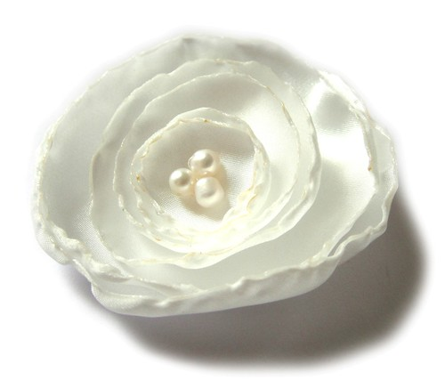 WHITE ROSE BRIDAL FLOWER BROOCH