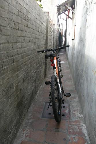 25.卡在摸乳巷的腳踏車