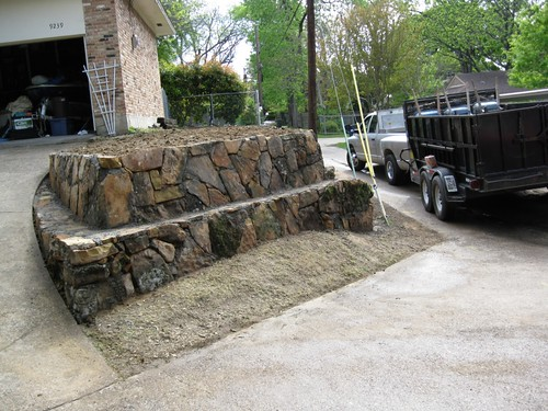 Retaining wall landscape edging