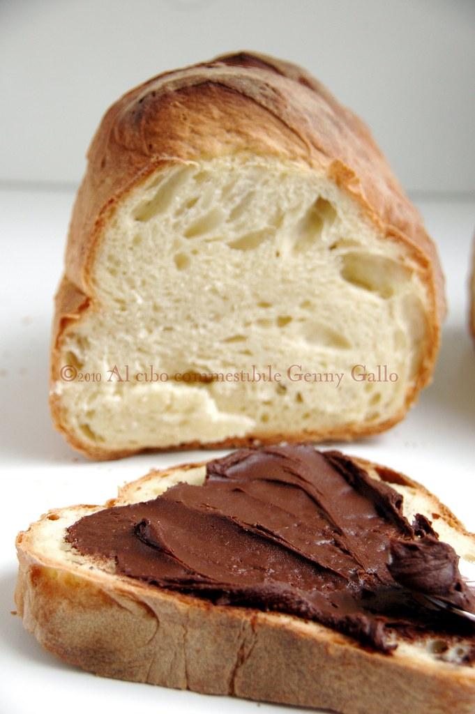 Crema di cioccolata e nocciole su pane di Matera
