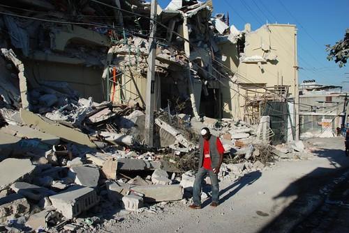 Haiti Strasse nach Erdbeben, eingefallene Häuser