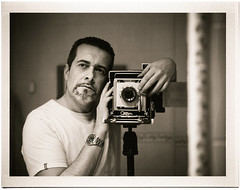 44 castaas (byfer / Fernando Ocaa) Tags: portrait bw me speed self fuji graphic retrato happybirthday instant 4x5 castaas cumpleaos largeformat graflex byfer 100b45 pa45