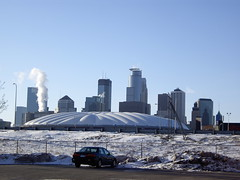 minneapolis skyline with metrodome