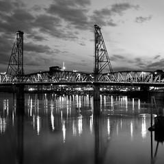 hawthorne bridge (lecates) Tags: bridge bw monochrome river portland iso200 nikon or 28mm weekly hawthorne f11 poe weeklysurvivor willamette d300 28mmf14d 5sec