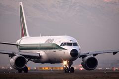 IMG_8405r (anakin6905) Tags: torino fly jet volo piemonte boeing ryanair alitalia aerei arrivo decollo caselle airfly