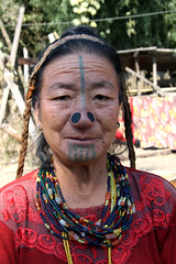 Apatani woman in Ziro, Arunachal Pradesh (sensaos) Tags: portrait pierced people india face tattoo nose asia village faces retrato traditional north decoration tribal portrt piercing east hong plug tradition tribe portret northeast ritratto facial portre indigenous decorated pradesh azie arunachal famke noord oost azi tatouage tattooed tatoeage noseplug ziro apatani sensaos