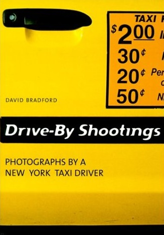 Fotografía de la portada en color de Drive-By Shootings, un libro de fotografías de David Bradford