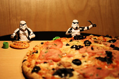 Pizza Injustice (Stfan) Tags: food kitchen table toy actionfigure starwars stormtroopers pizza stormtrooper figurine injustice nourriture jouet hasbro stormtroopers365